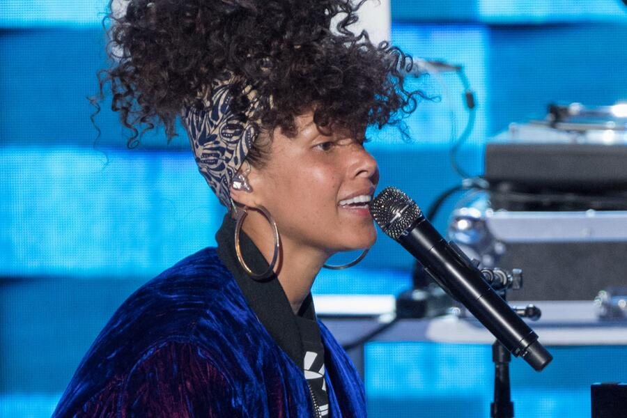 Bild zu Alicia Keys ungeschminkt