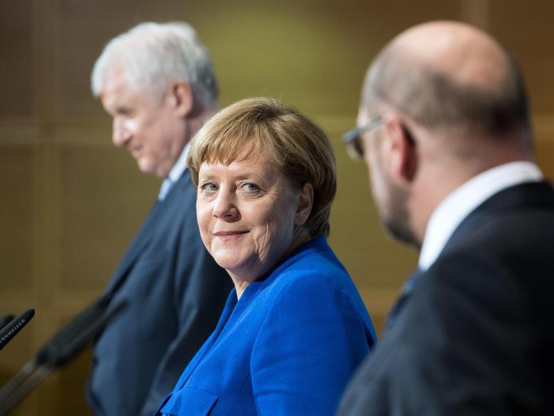 Bild zu Seehofer, Merkel und Schulz