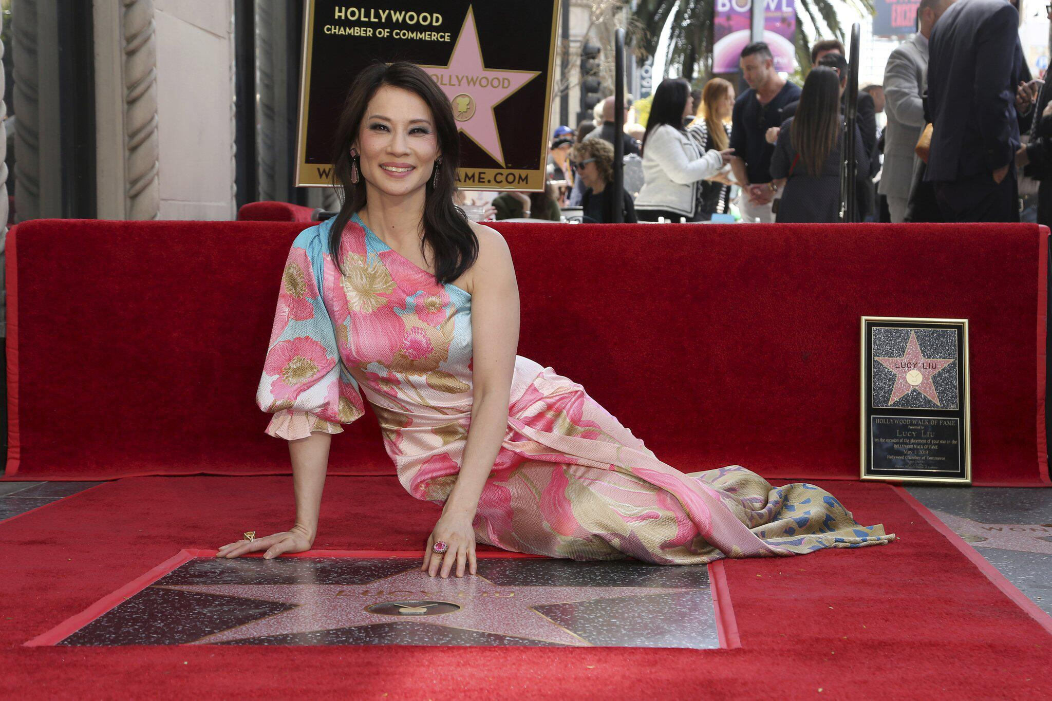 Bild zu Lucy Liu enthüllt Hollywood-Stern