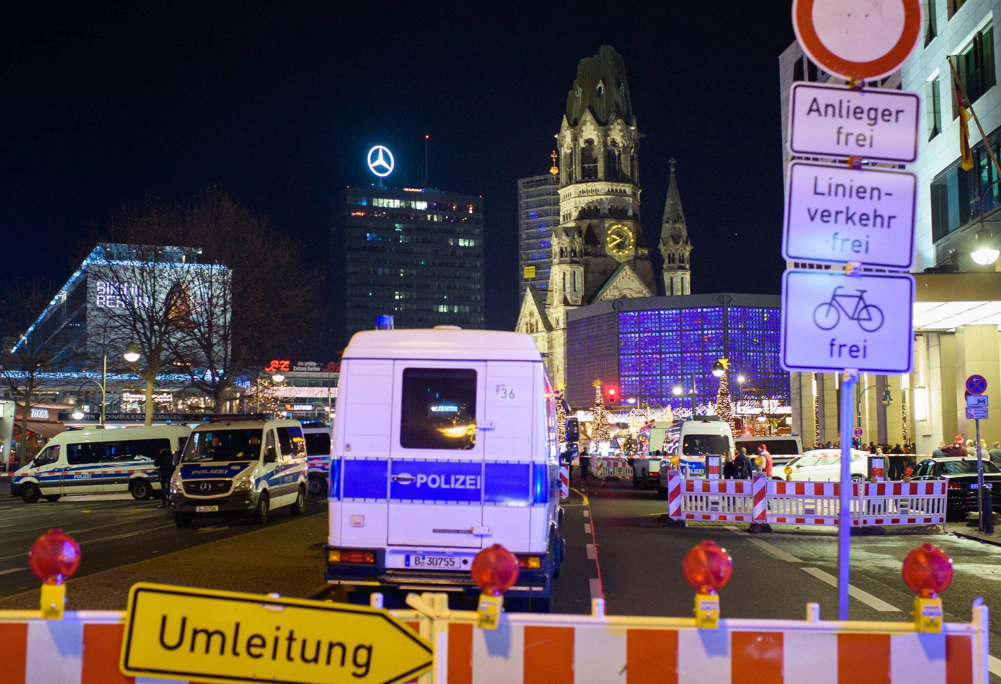 Bild zu Polizei räumt Weihnachtsmarkt an Berliner Gedächtniskirche