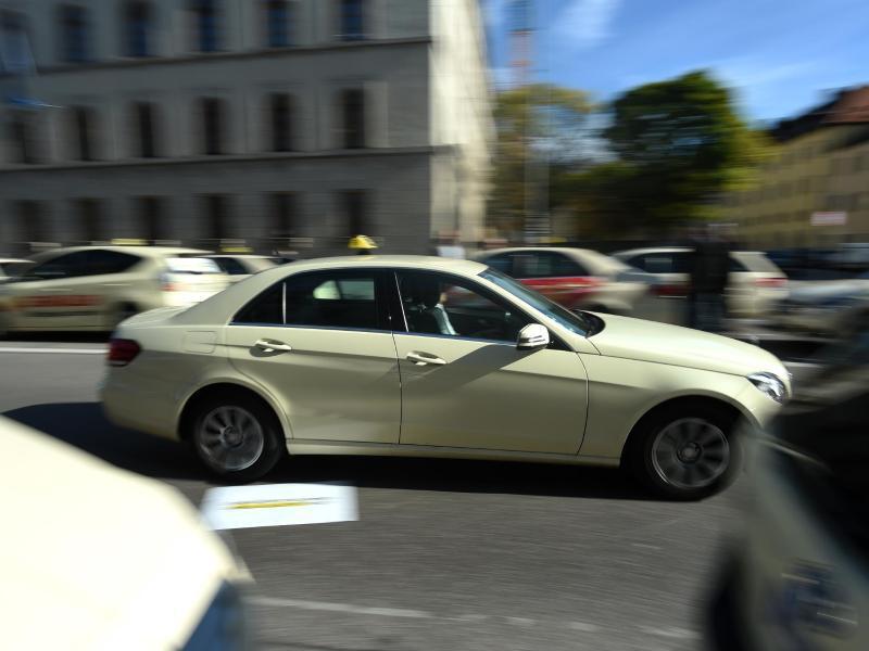 Bild zu Taxis im Verkehr in München