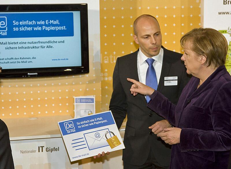 Bild zu Jan Oetjen und Angela Merkel