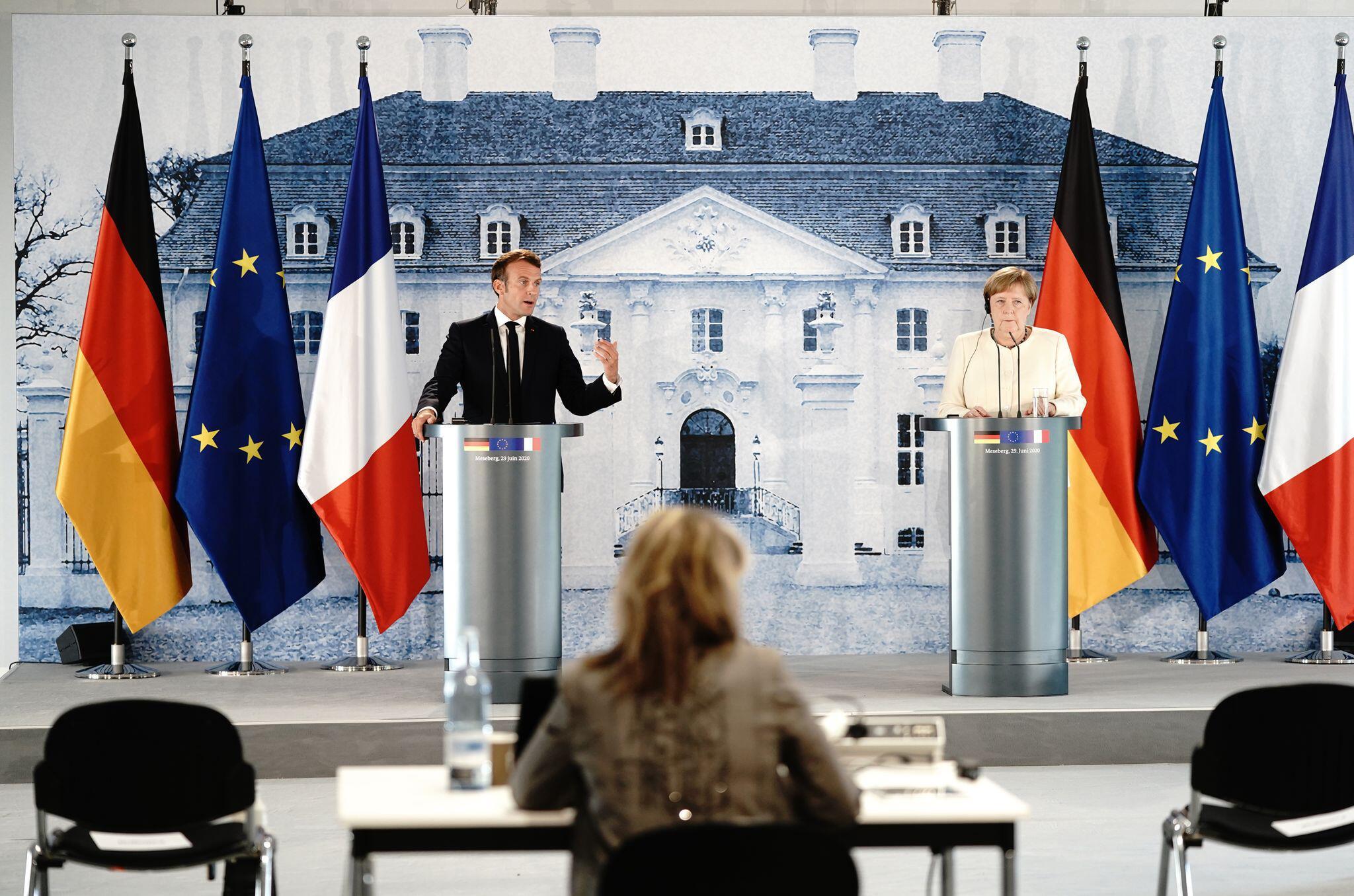 Bild zu Pressekonferenz Merkel und Macron