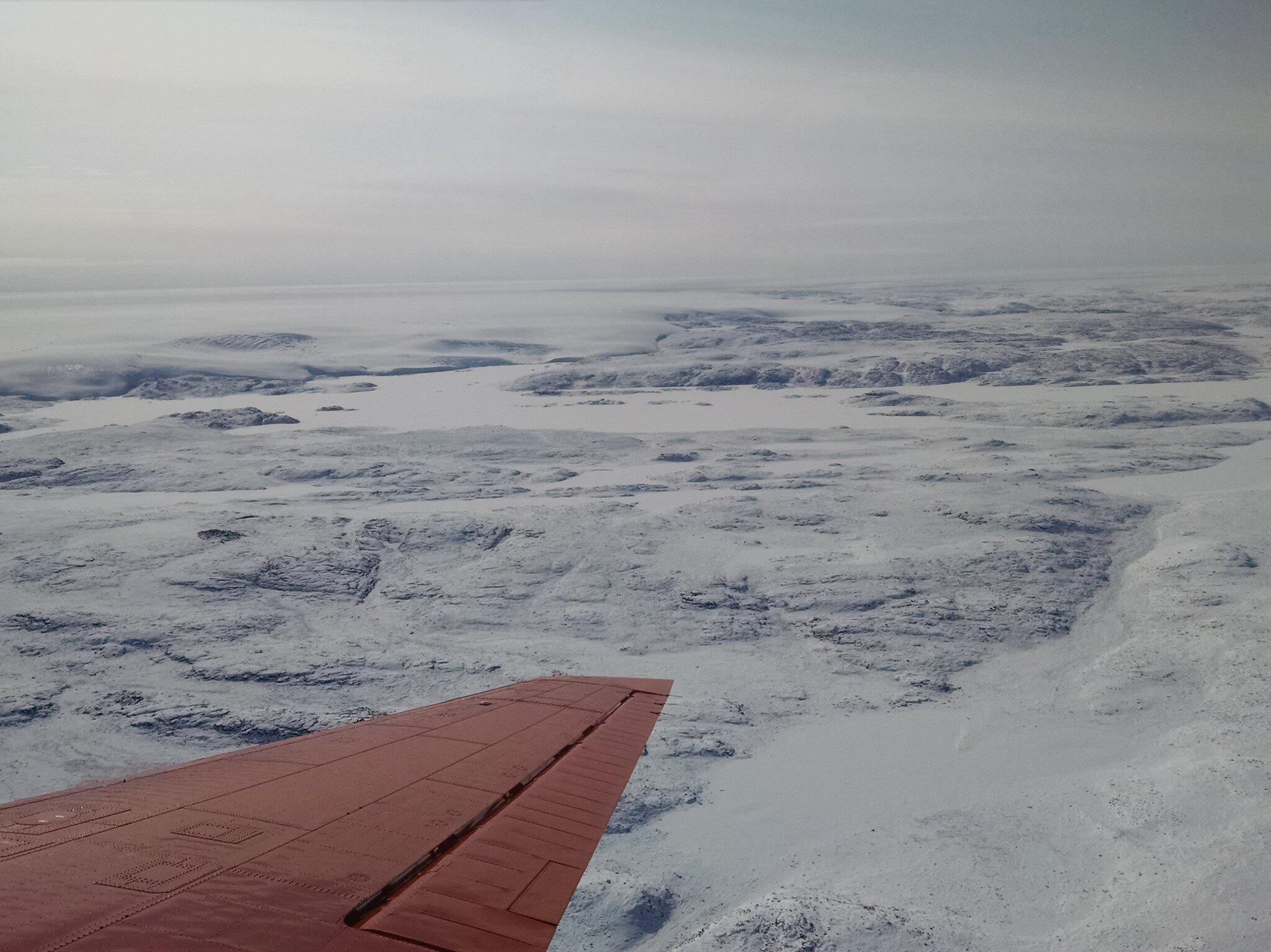 Bild zu 31 Kilometer breiter Krater unter Eis von Grönland