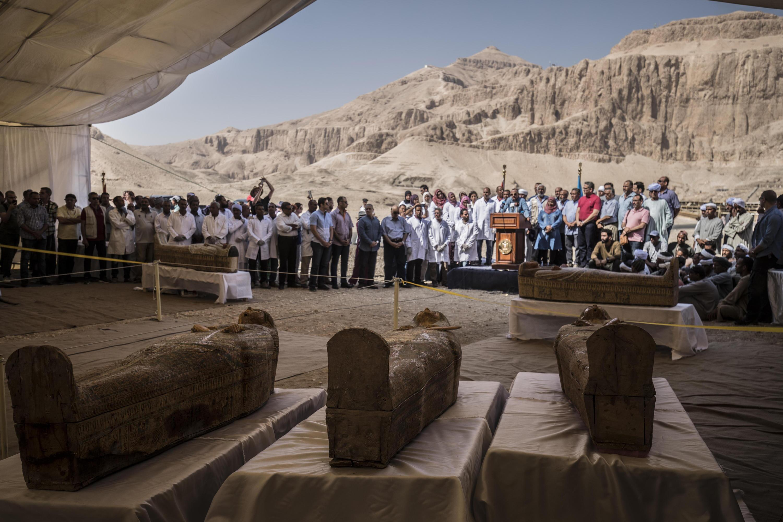 Bild zu 3000 Jahre alte Holzsärge mit Mumien entdeckt