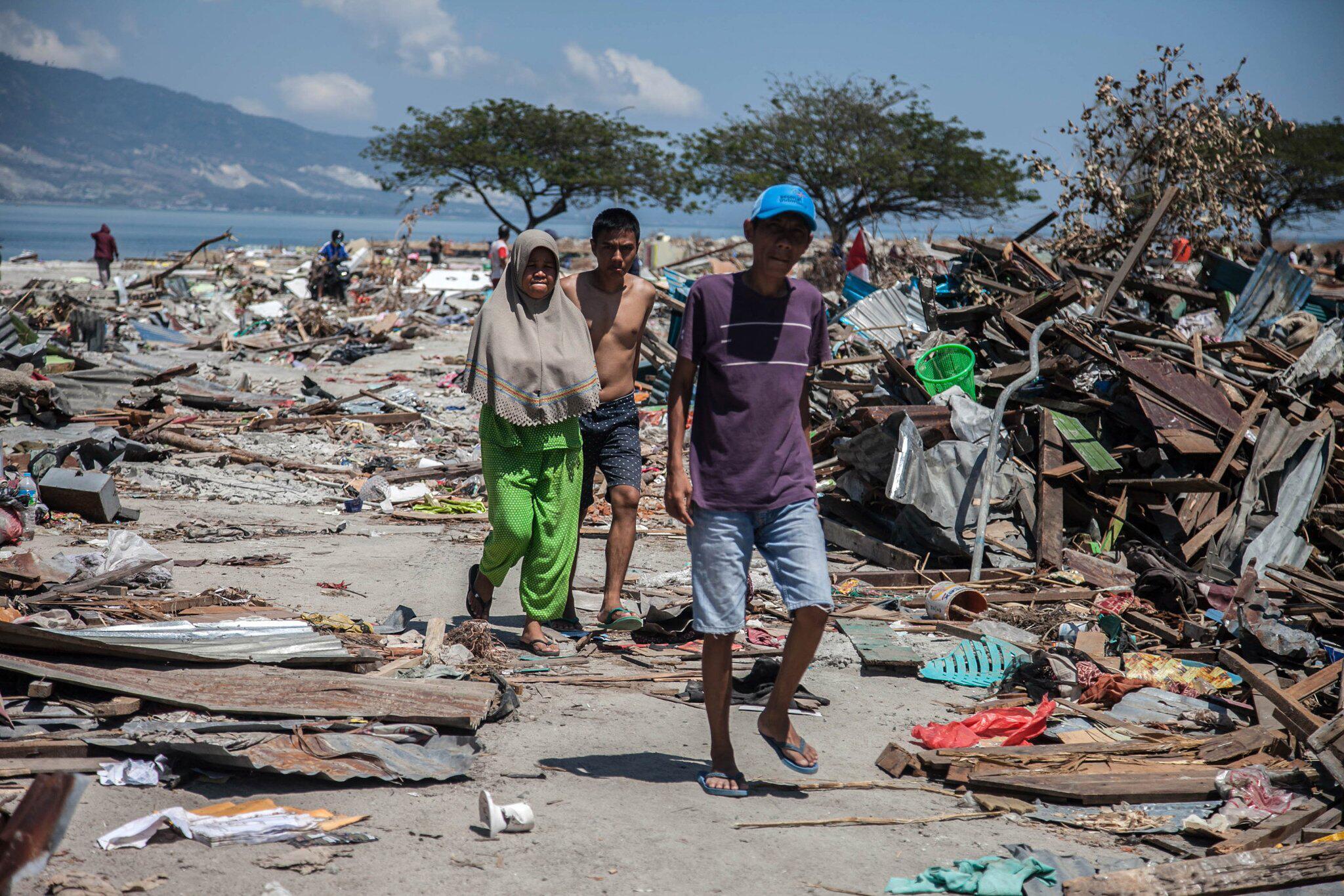 Bild zu Nach Erdbeben und Tsunami in Indonesien