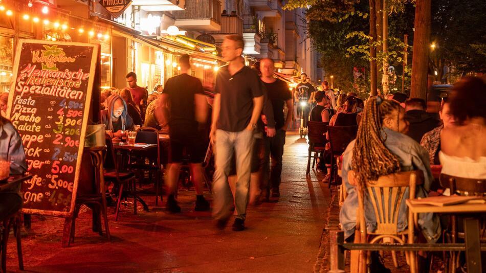 Menschen in Restaurants und Bars