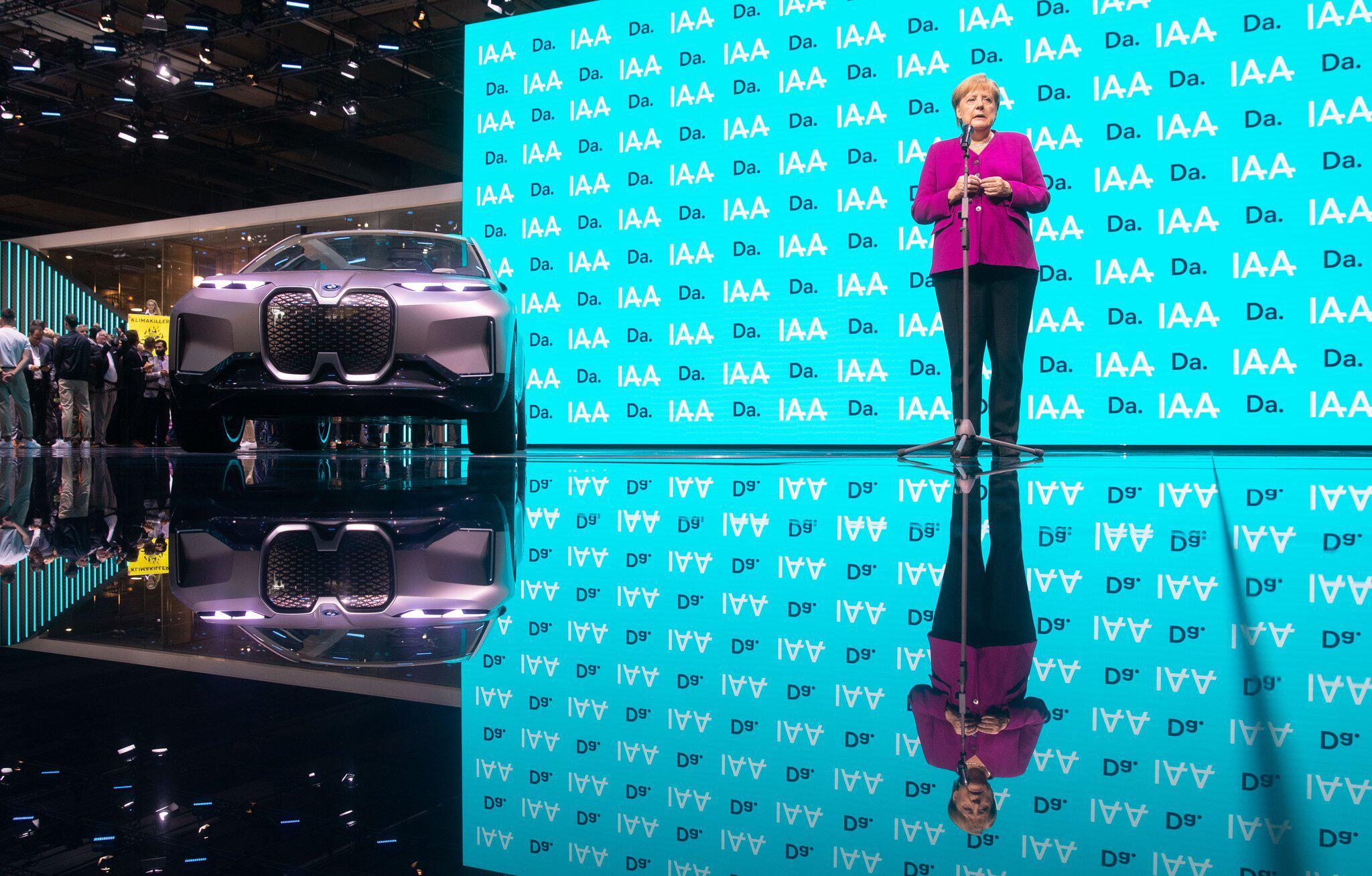 Bild zu IAA 2019 - Merkel
