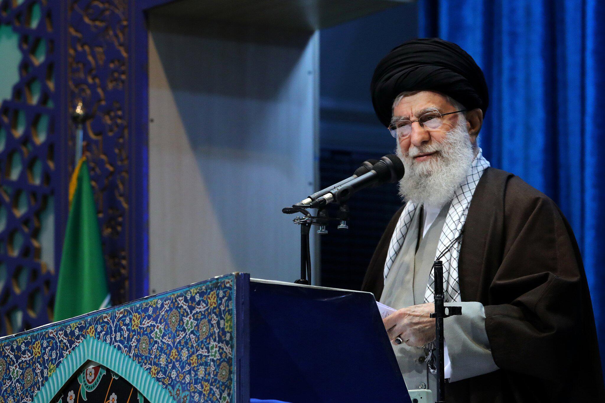Bild zu Iranischer Oberster Führer Chamenei leitet Gebete in Teheran