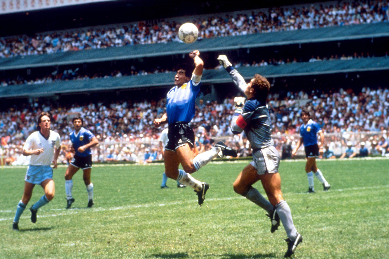 Bild zu Diego Maradona, Peter Shilton, Argentinien, England, WM 1986, Mexiko, Viertelfinale
