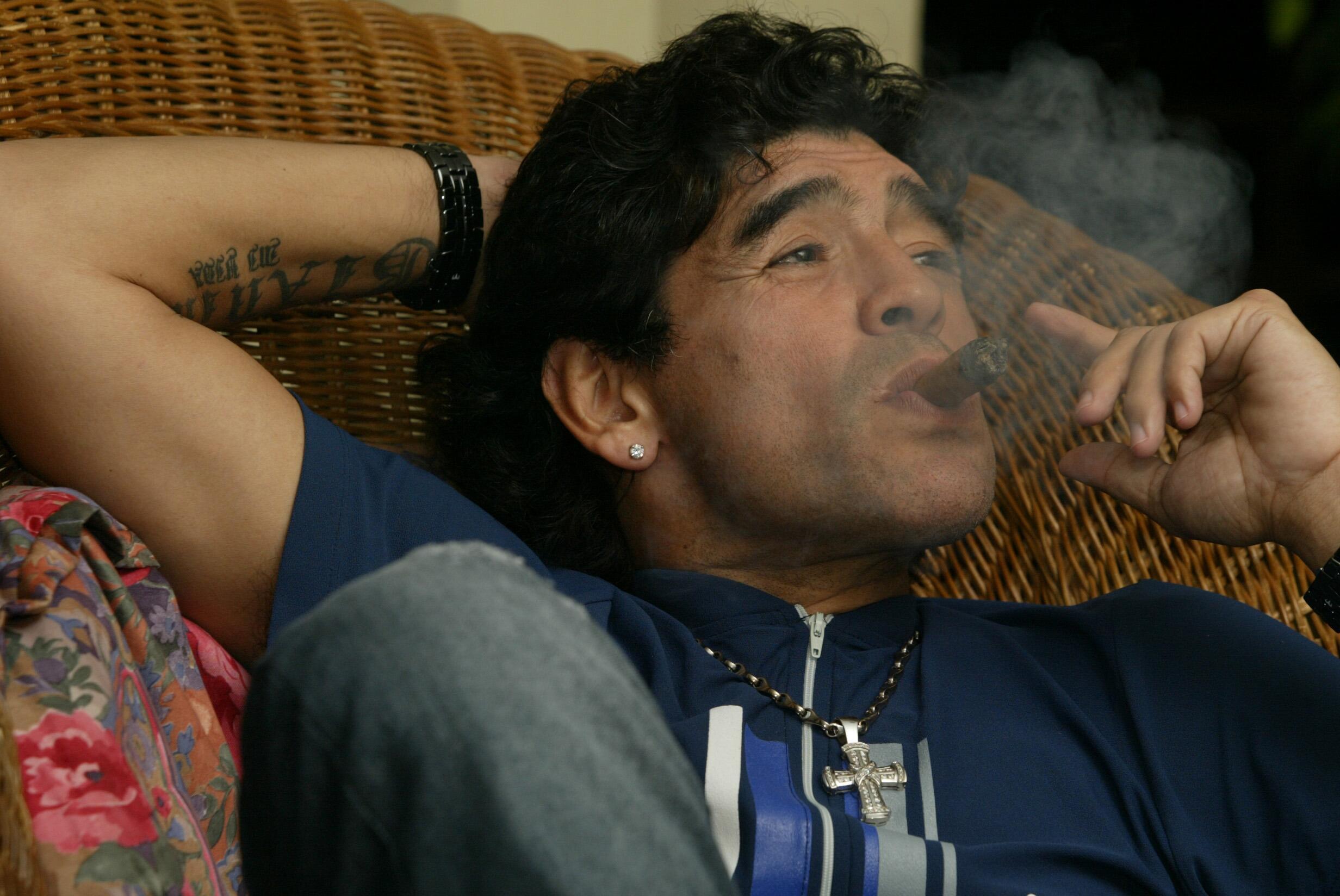 Bild zu Diego Maradona, Kuba, Havana, Zigarre, Rauchen, TV, Fernsehen