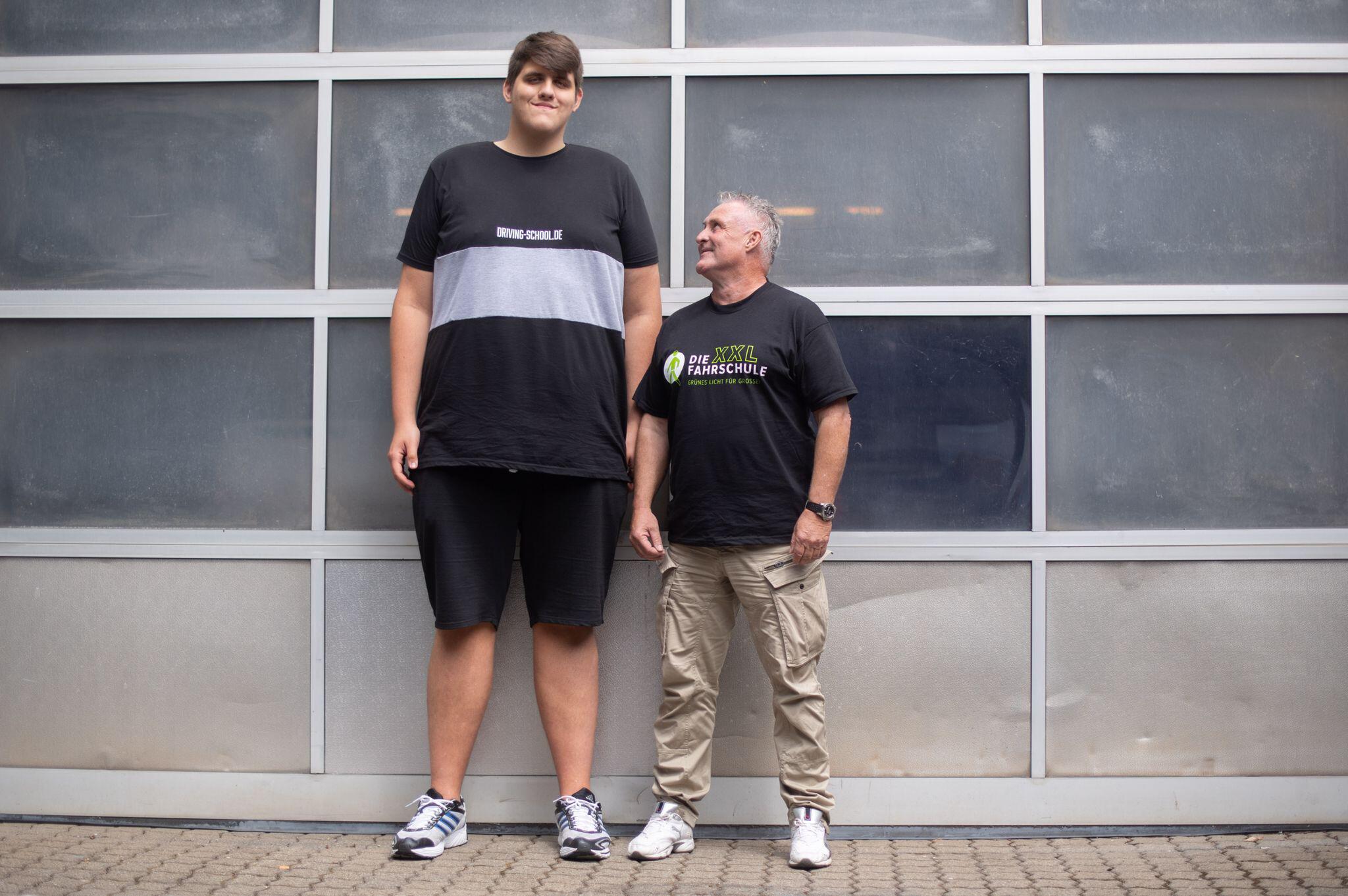 Bild zu Jannik Könecke ist 2,24 Meter groß