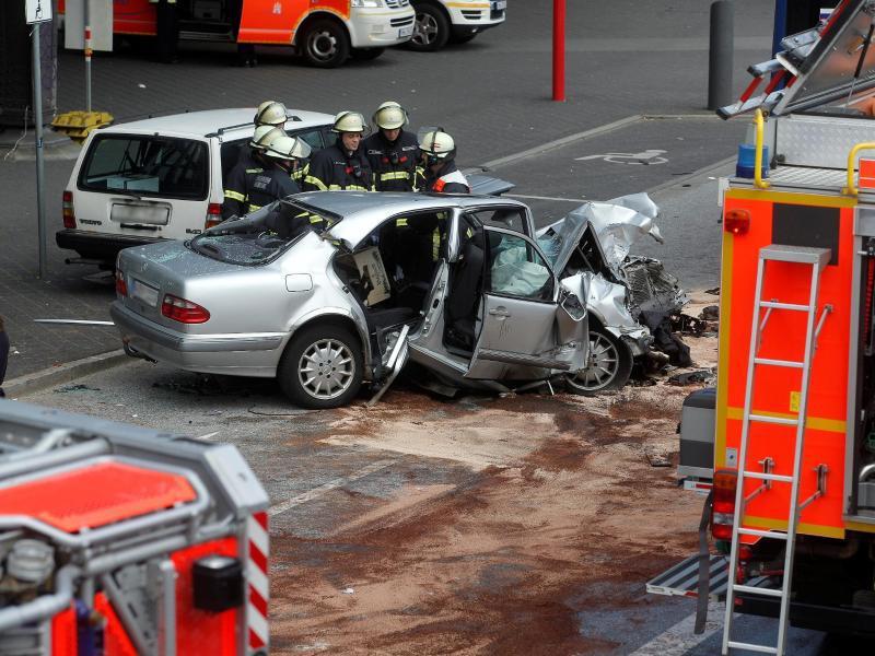 Bild zu Unfall in Hamburg