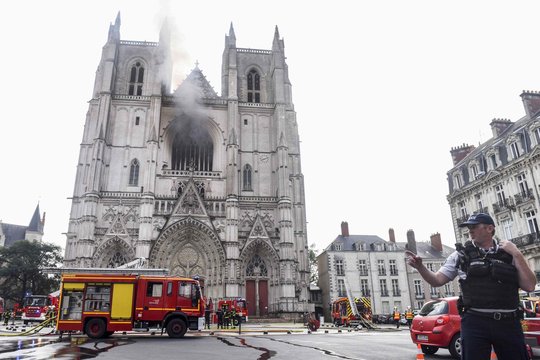Bild zu Brand in Kathedrale von Nantes ausgebrochen