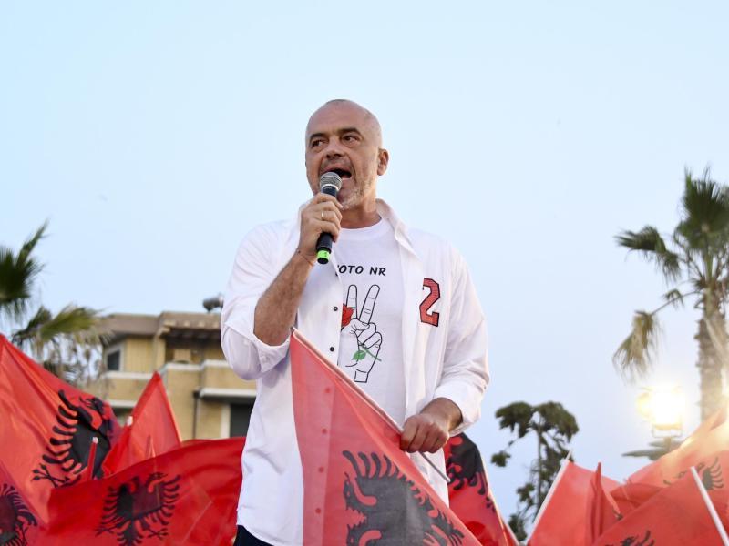 Bild zu Regierungschef Edi Rama