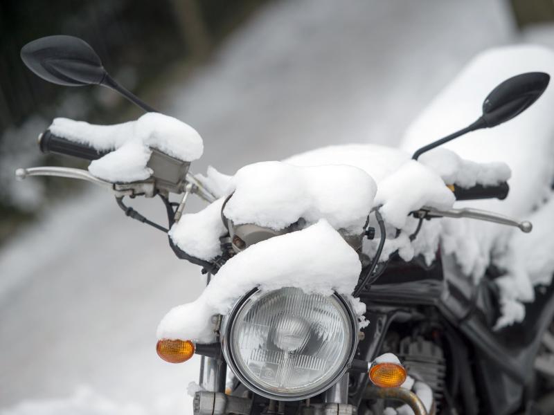 Bild zu Motorrad im Winter