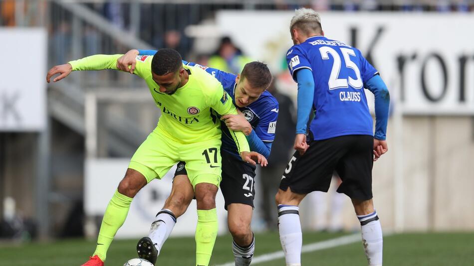 Arminia Bielefeld - SV Contractions Wiesbaden