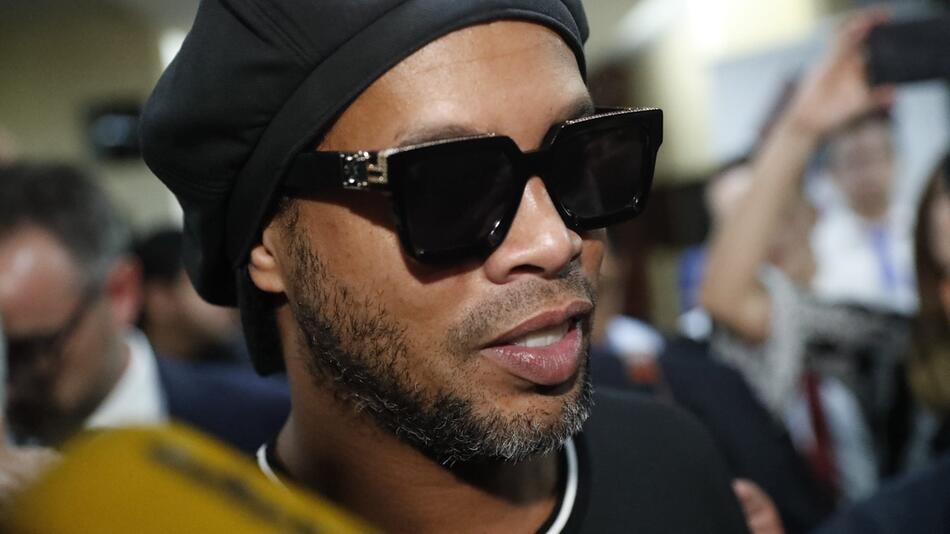 Ronaldinho mit falschem Pass erwischt