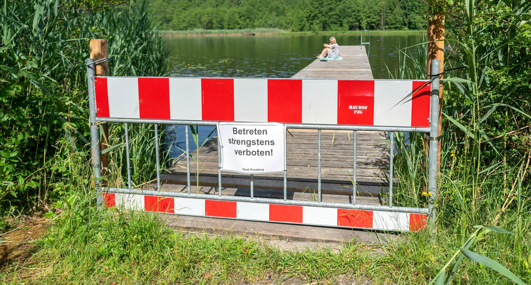 Bild zu Badestege werden in Bayern gesperrt