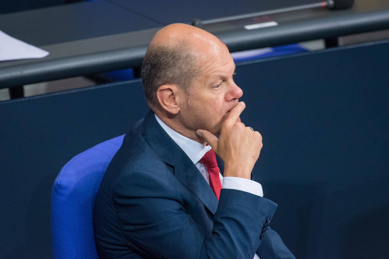 Bild zu Olaf Scholz plant als Finanzminister 96 Milliarden Schulden für das Jahr 2021 ein.