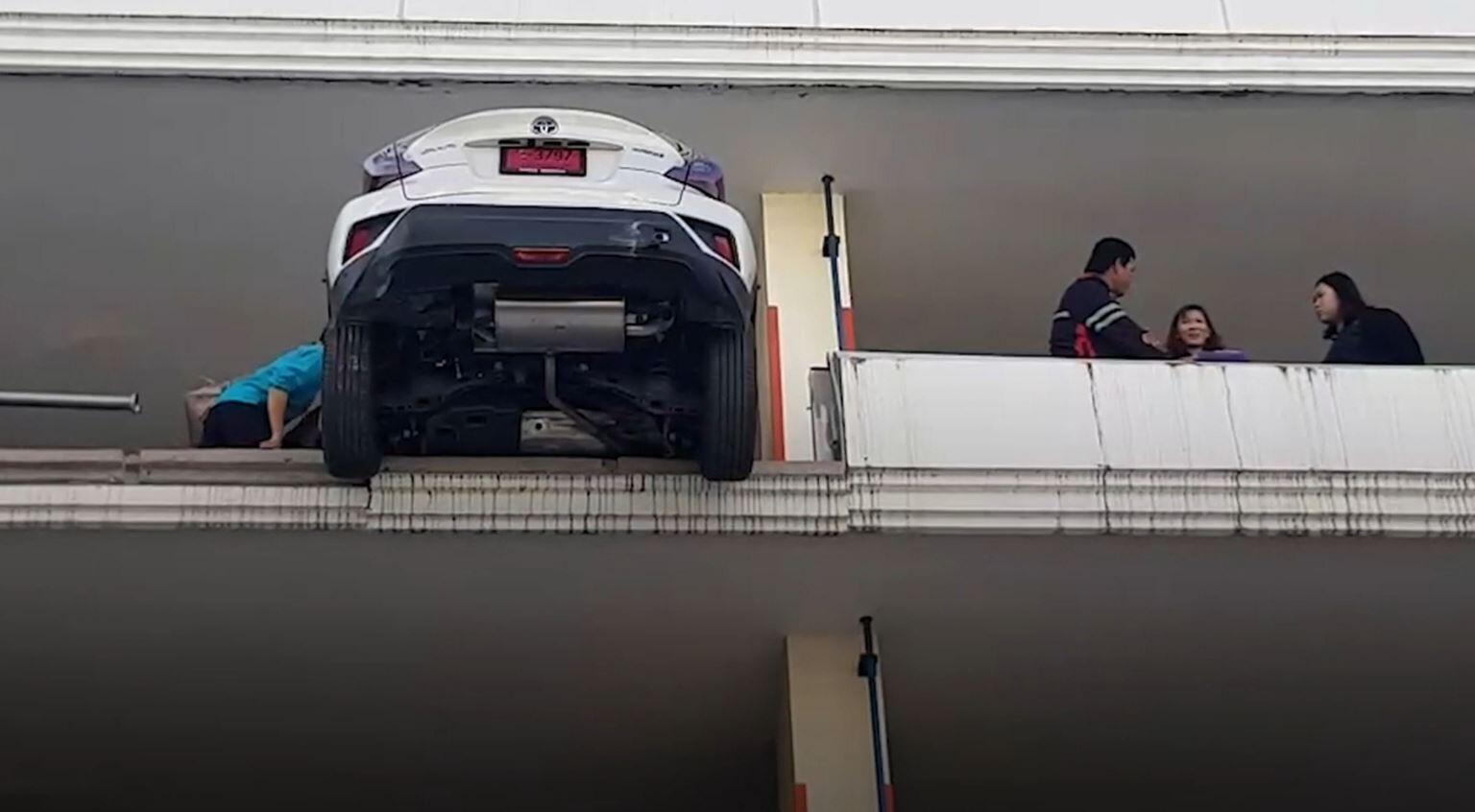 Bild zu Auto, Thailand, Unfall