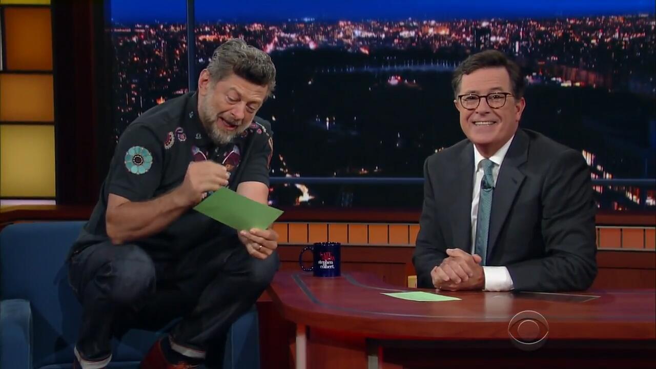 Bild zu Gollum Sprecher Andy Serkis liest Trump Tweets in US Show