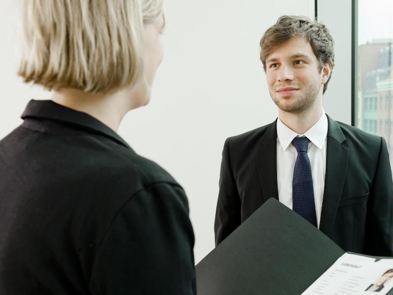 Bild zu Gut angezogen zum Bewerbungsgespräch