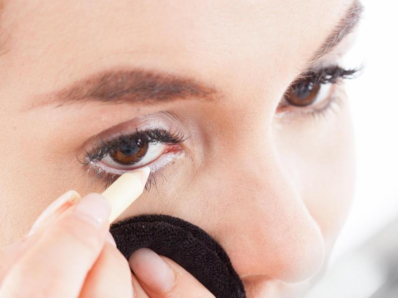 Bild zu Vergrößerungs-Effekt durch Eyeliner