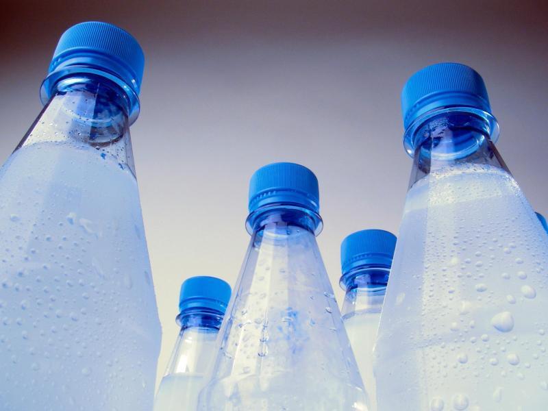 Bild zu Kunststoffflaschen mit Mineralwasser