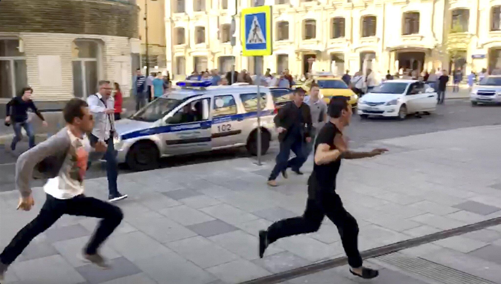Bild zu Taxifahrer fährt Passanten in Moskau an