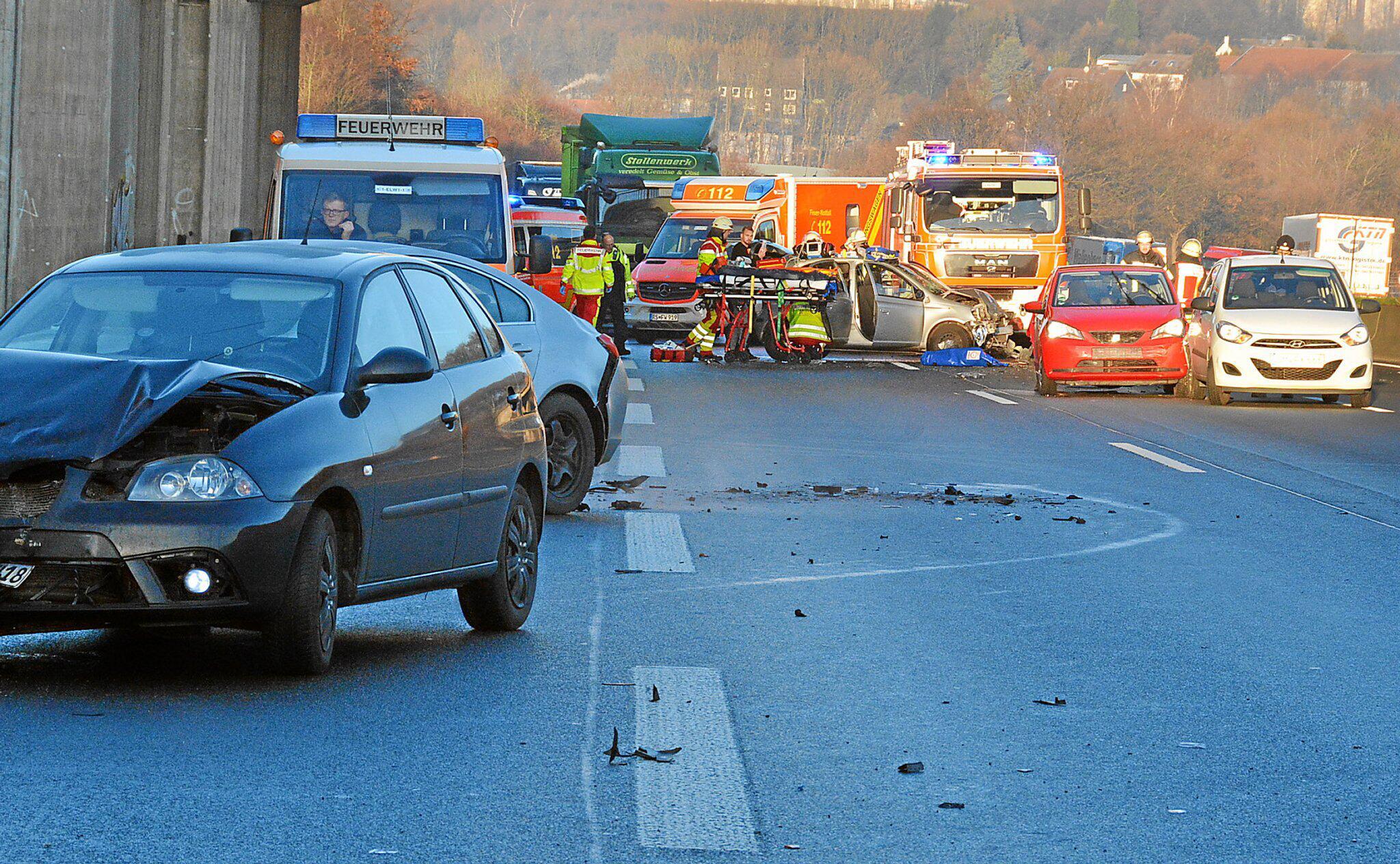 Bild zu Massenkarambolage auf der A1 bei Remscheid