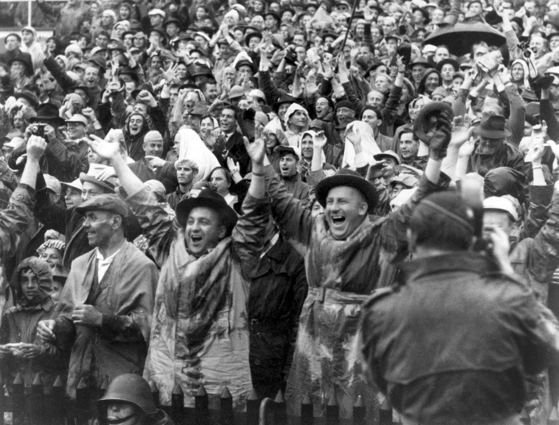 Bild zu WM 1954, Bern, Schweiz, Deutschland, Ungarn, Endspiel, Finale, Bern, Zuschauer, Fans, Jubel