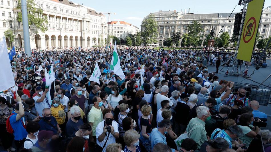 Protest gegen von China gesteuertes Uni-Projekt in Ungarn