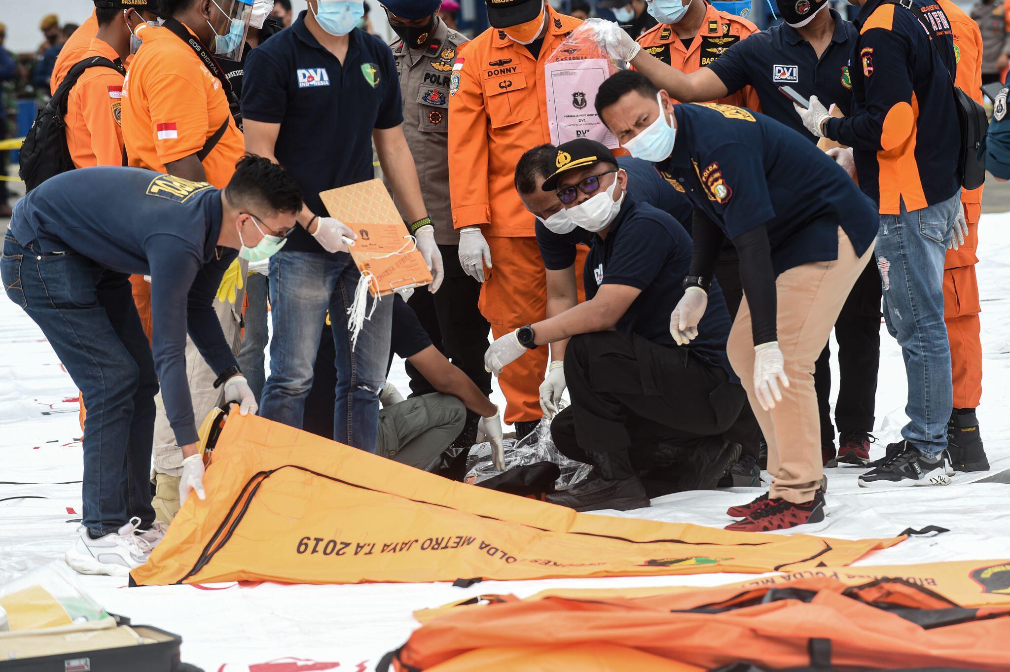 Bild zu Flugzeugabsturz in Indonesien