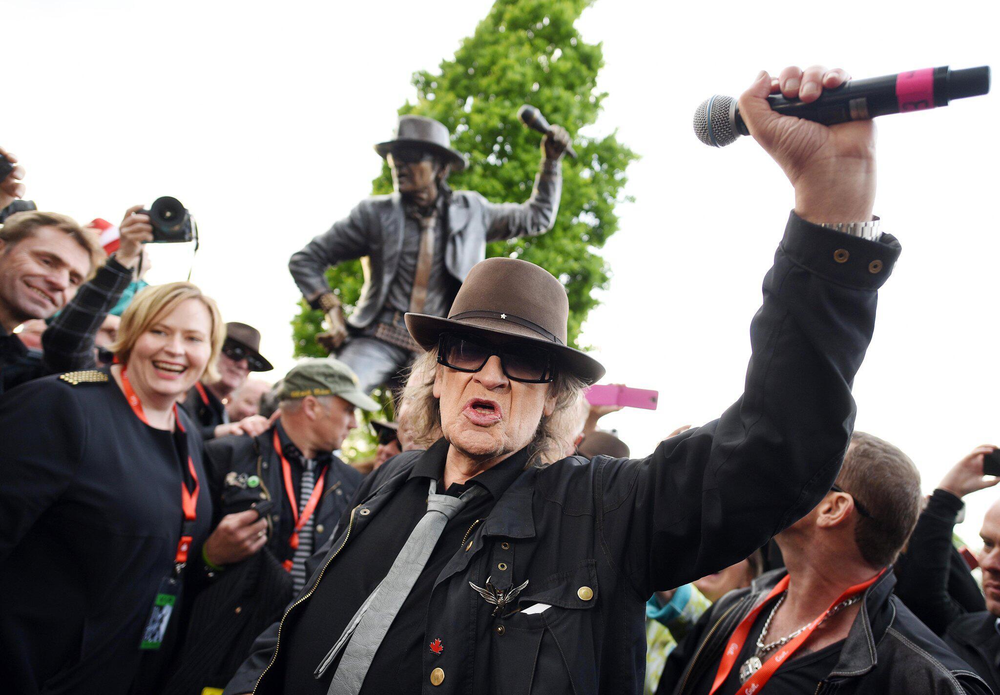 Bild zu Statue von Rocksänger Udo Lindenberg geklaut