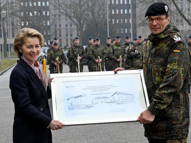 Bild zu Erstmals Kaserne nach getötetem Bundeswehr-Soldaten benannt