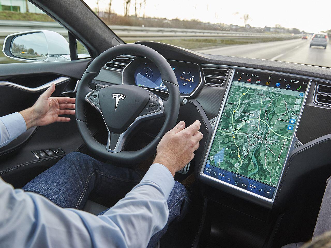 Bild zu Autopilot von Tesla