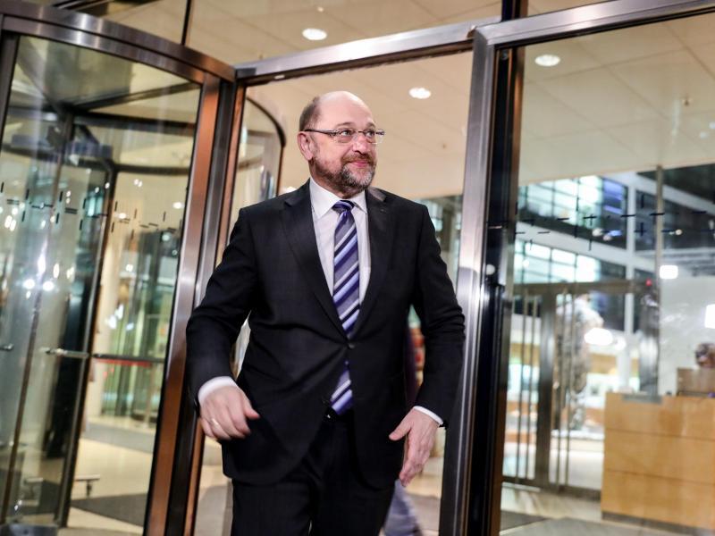 Bild zu Schulz verlässt Willy-Brandt-Haus