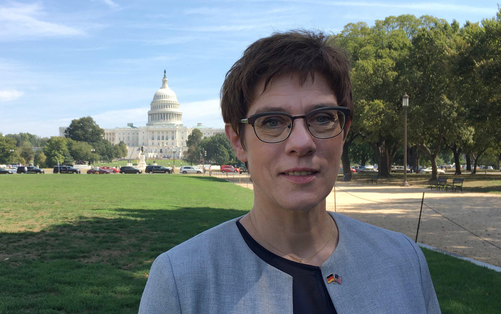 Bild zu Verteidigungsministerin in Washington