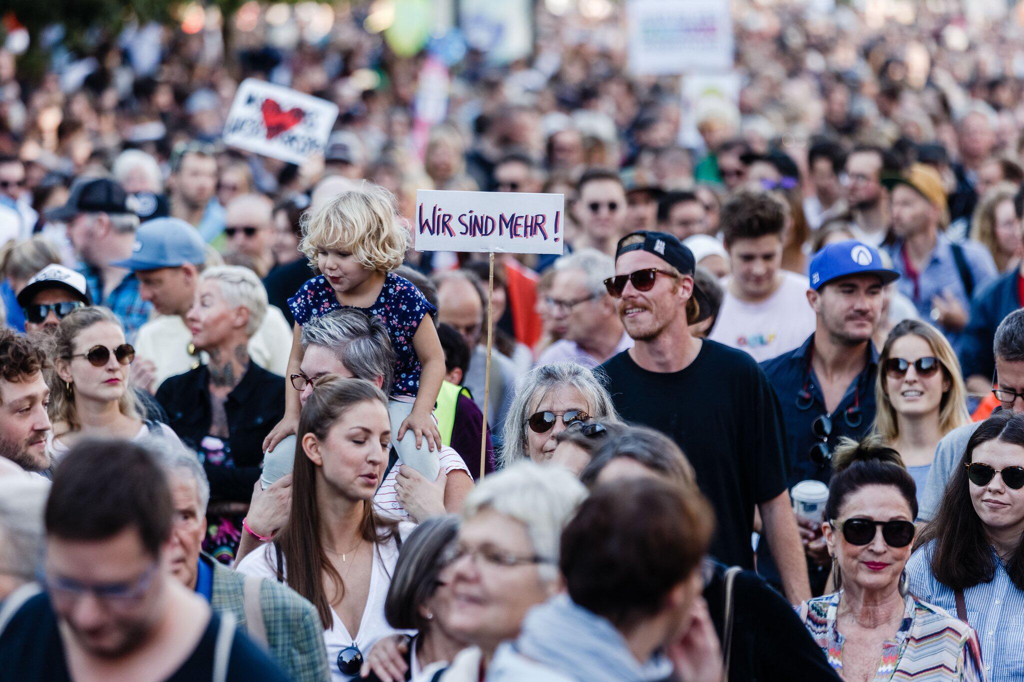 "Bild zu Demo gegen ""Merkel muss weg!"" Kundgebung"