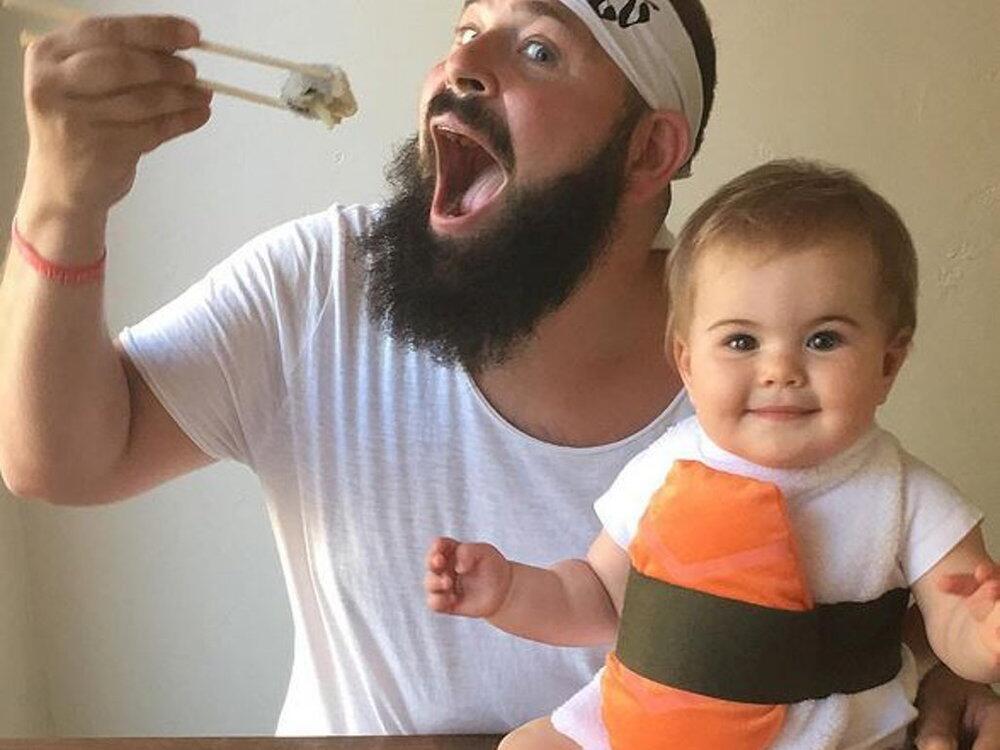 Bild zu Mit Fotos wie diesem verzaubern Sholom Ber Solomon und seine kleine Tochter Zoe.