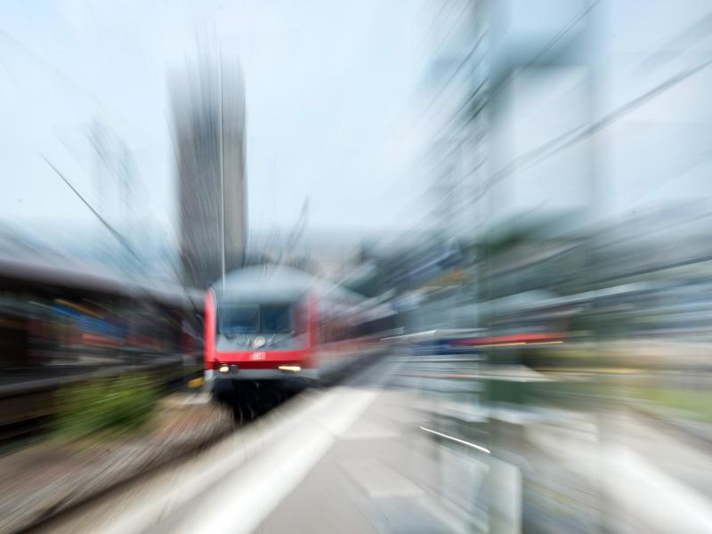 Bild zu Bahn mit Zoom fotografiert