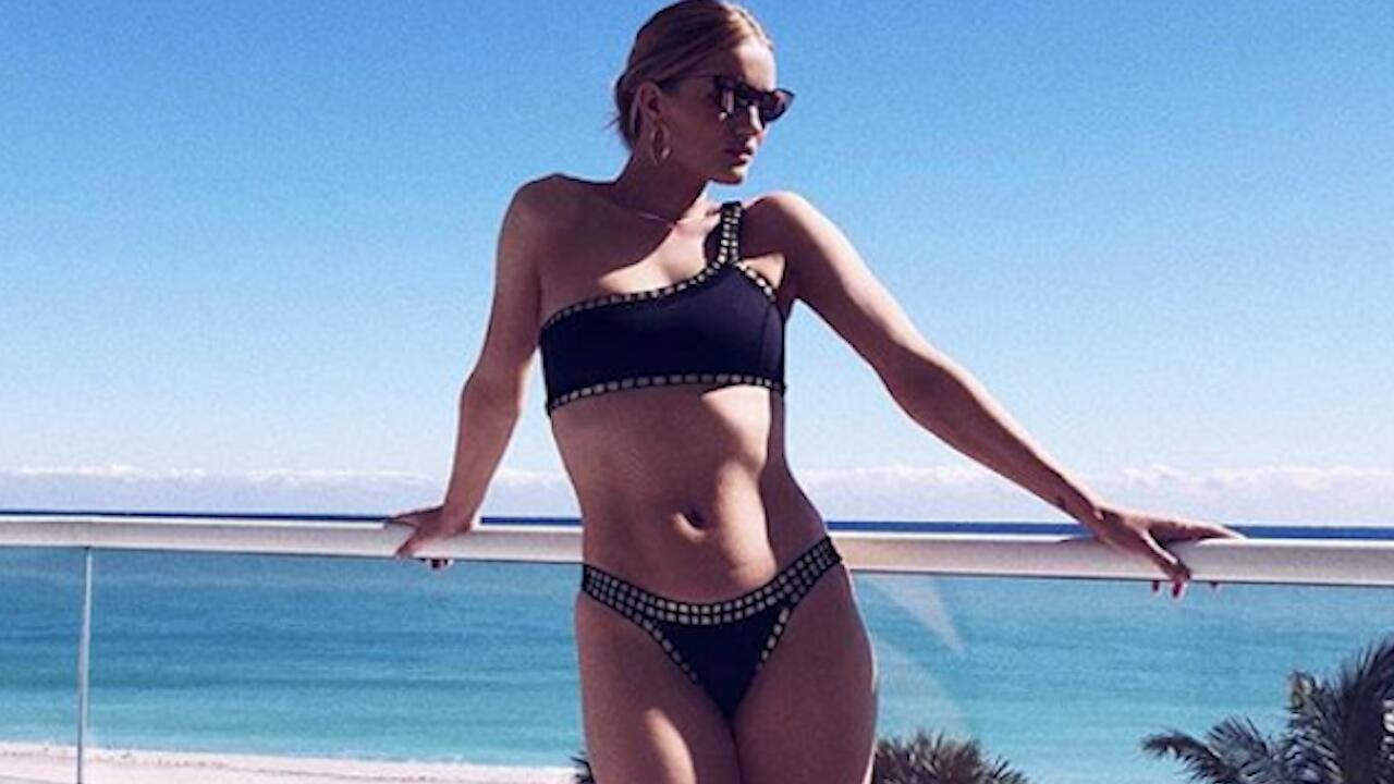 Bild zu Rosie Huntington-Whiteley: Erstes Bikinifoto seit der Geburt von Jack Oscar