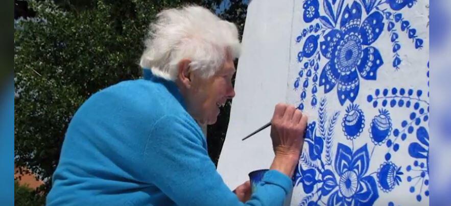 Bild zu Eine Frau geht mit 90 Jahren ihrem Lebenstraum nach 1:1