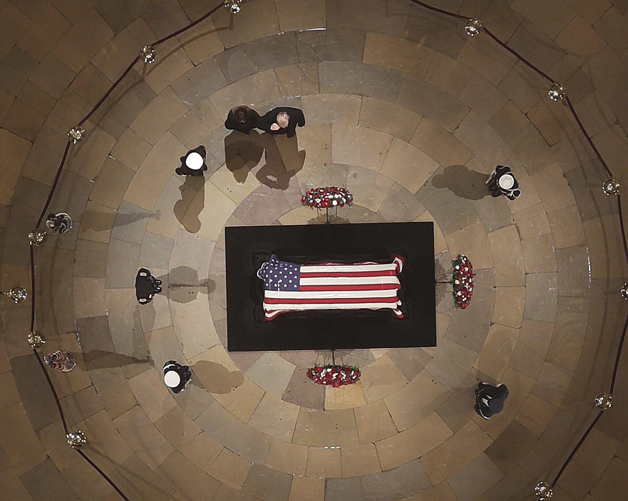 Bild zu Vor dem Staatsbegräbnis des ehemaligen US-Präsidenten Bush