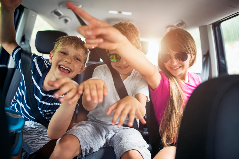Bild zu Auto, Langeweile, Stau, Beifahrer, Autofahren, Sommerferien, Spiele, Tipps, Ferien