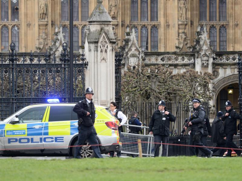 Bild zu Schüsse nahe britischem Parlament