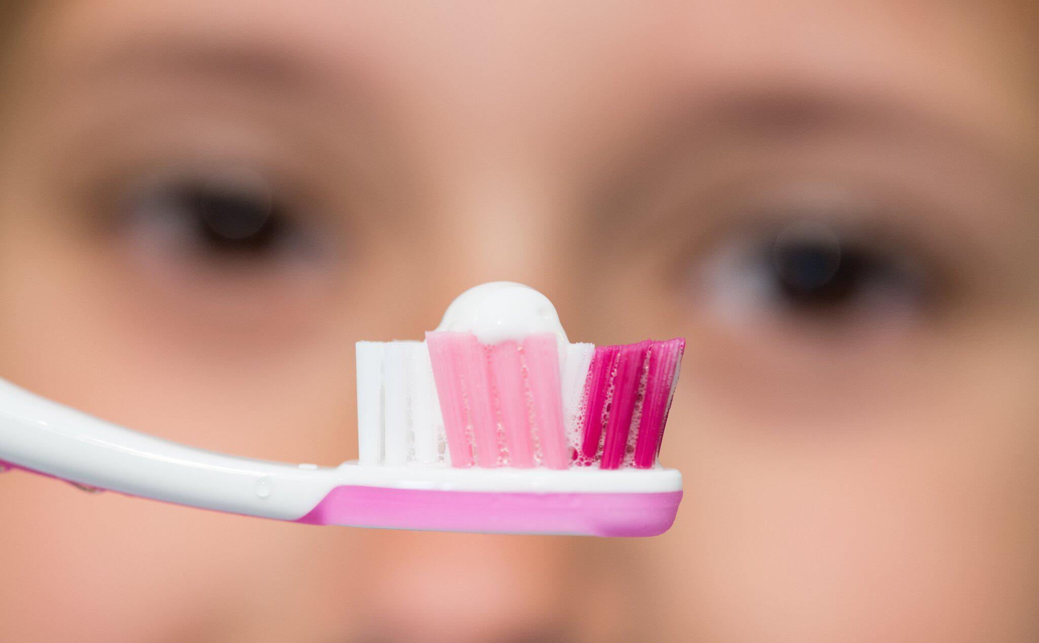 Bild zu Fluorid im Faktencheck: Ab wie viel Zahnpasta droht Gefahr?