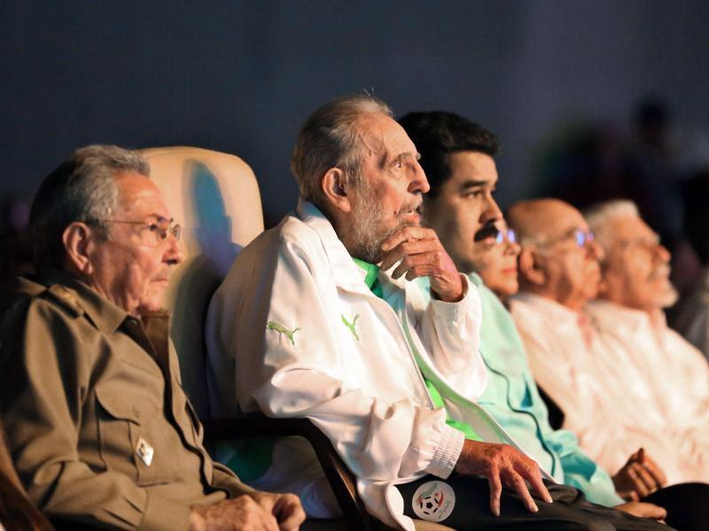 Bild zu Fidel Castro feiert Geburtstag