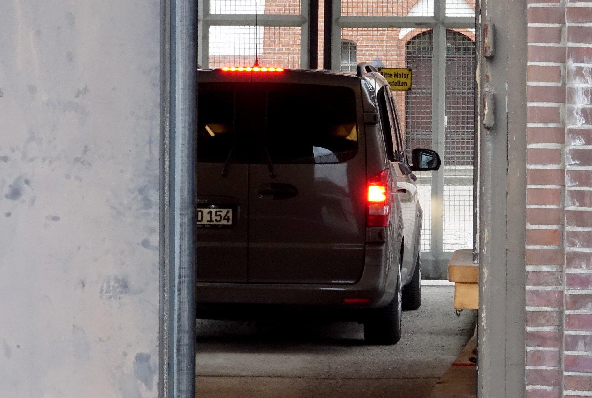 Bild zu Puigdemont in JVA Neumünster gebracht